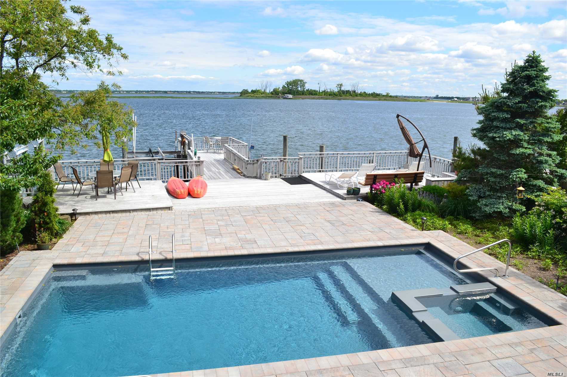 521 W Bay Dr - Long Beach, New York