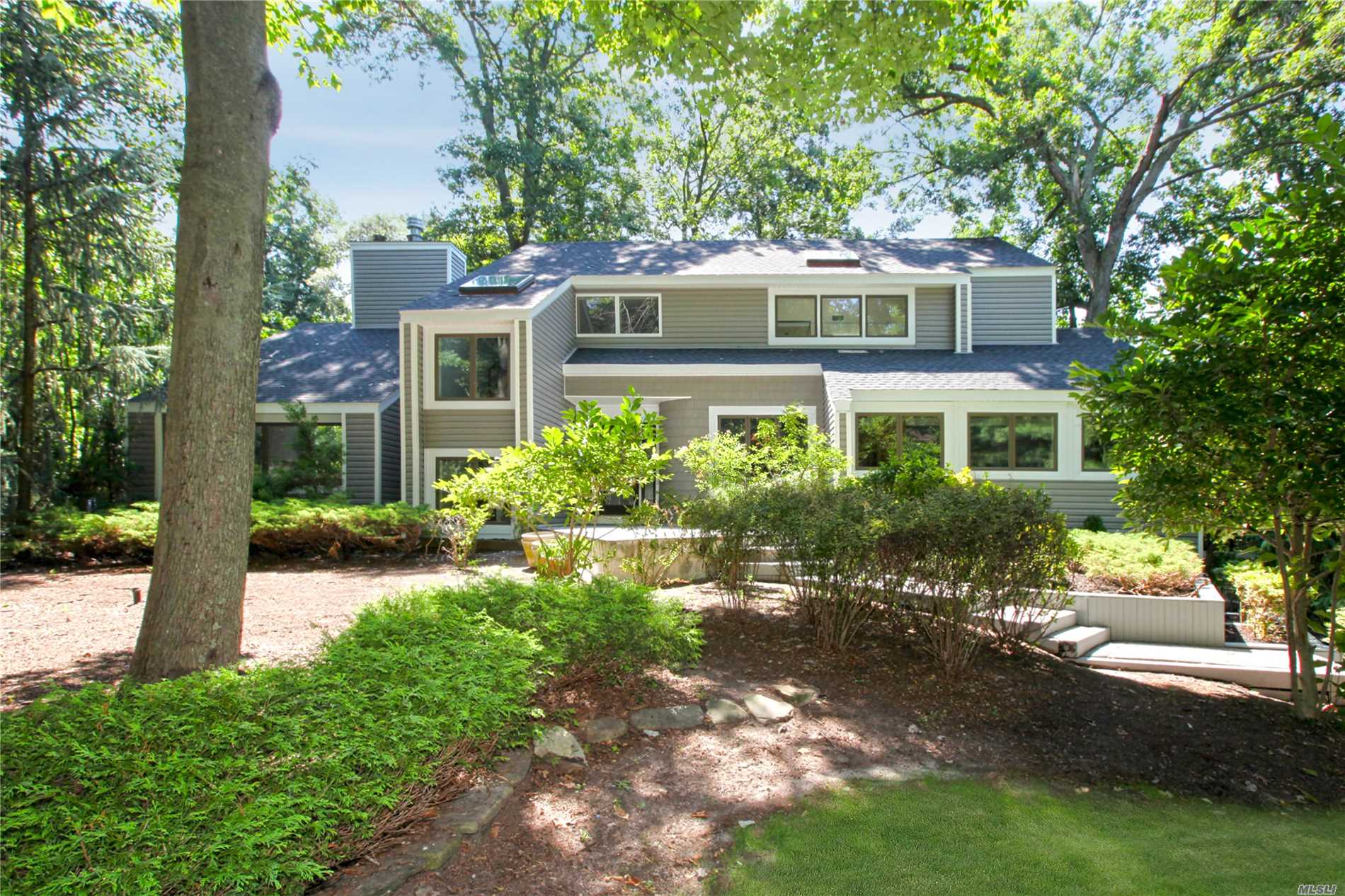14 Silver Beech Ct - Setauket, New York