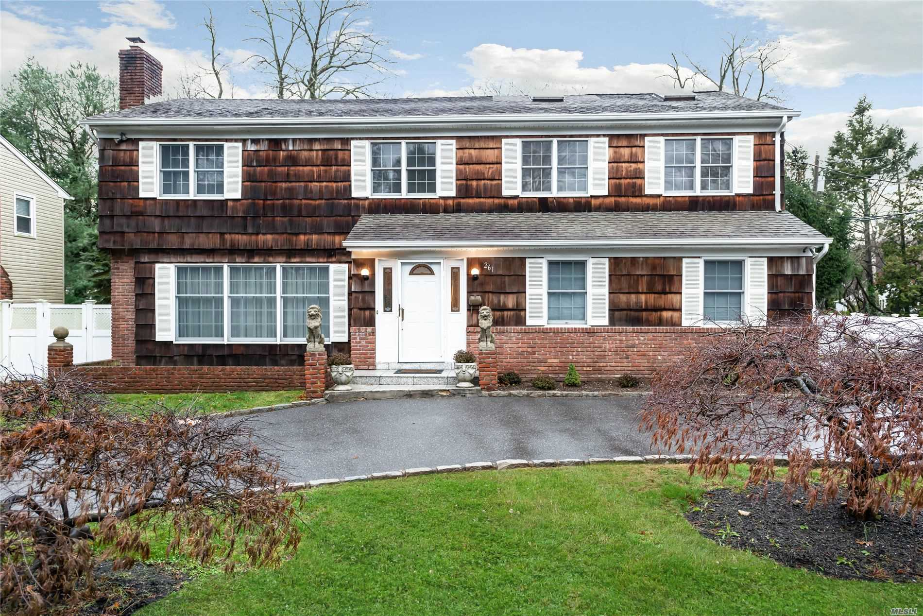 261 Berry Hill Rd - Syosset, New York