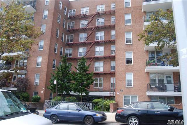 67-50 Thornton Pl #5F: Forest Hills Co-Op in Excellent Condition