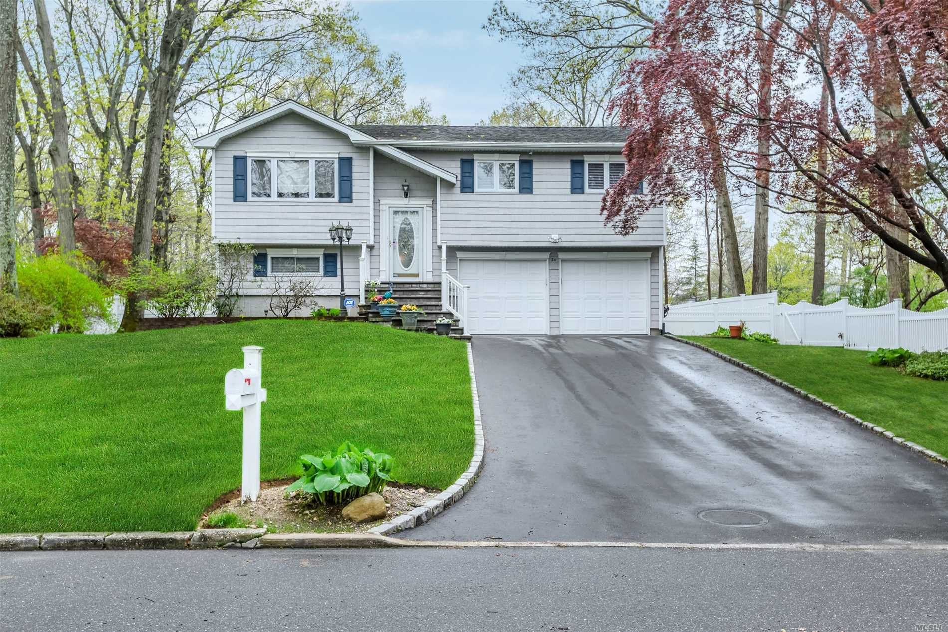 34 Ronde Dr - Commack, New York