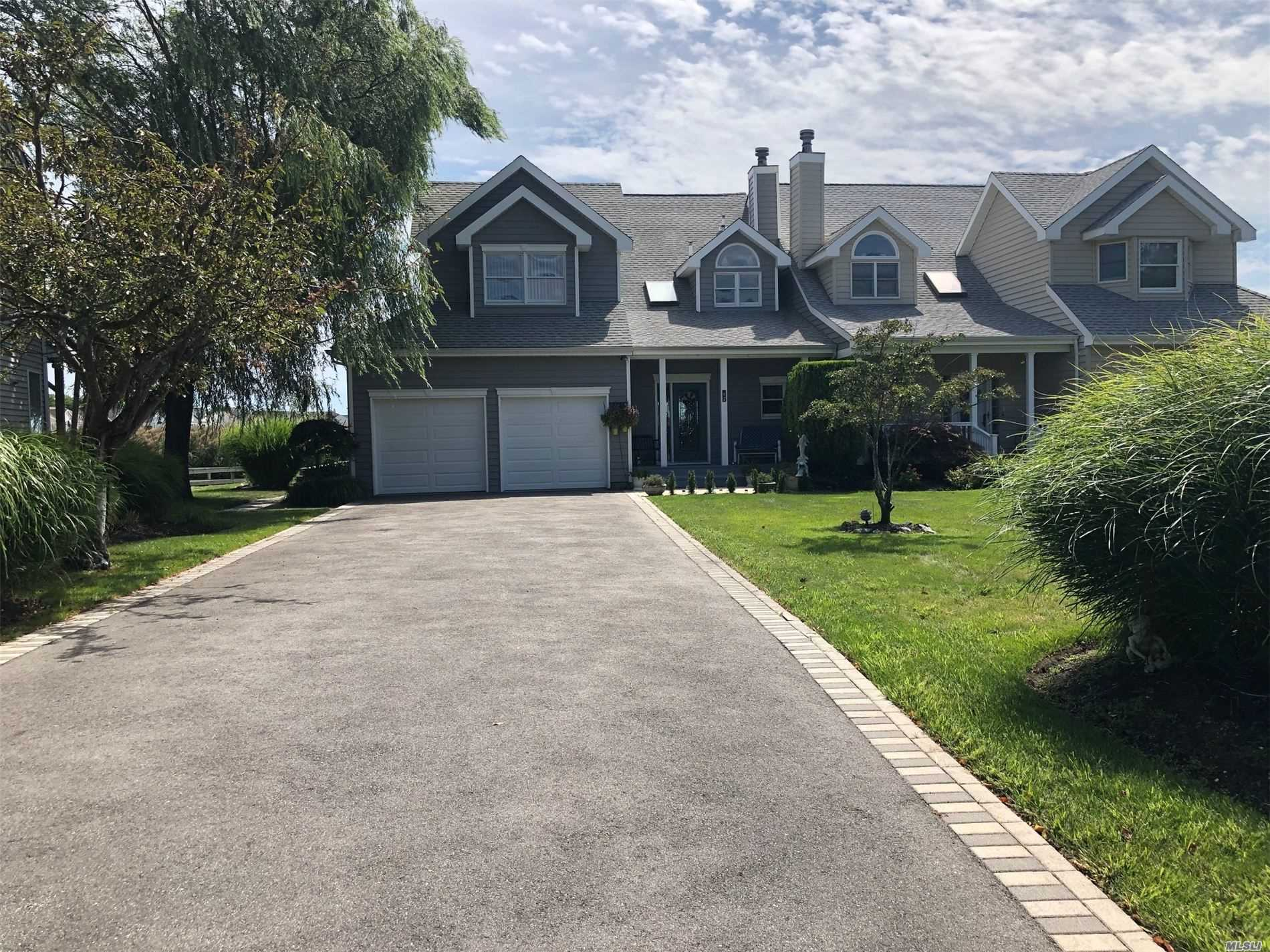 35 Spinnaker Ln - E. Patchogue, New York