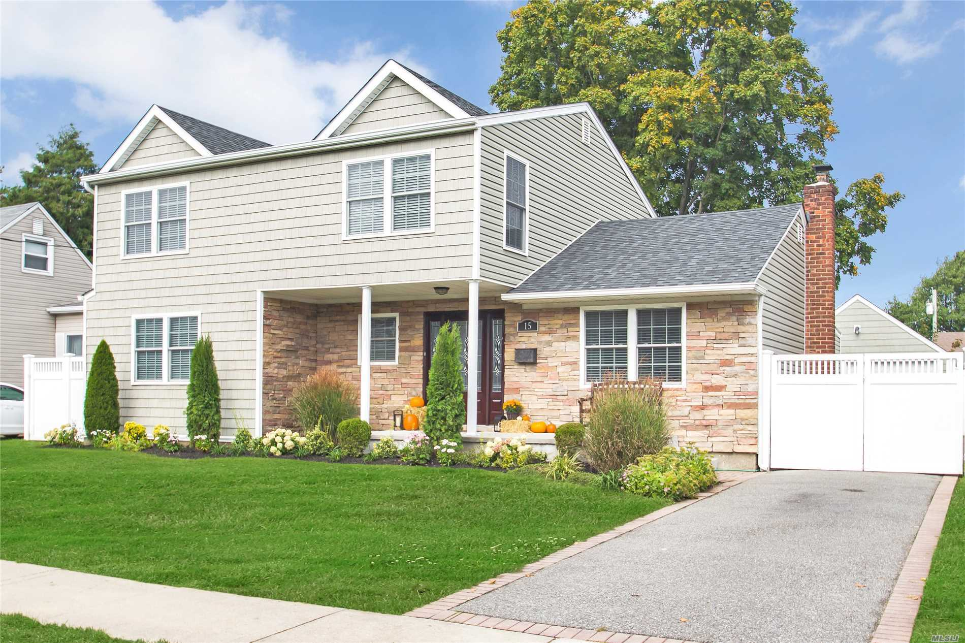15 Martin Rd S - Bethpage, New York