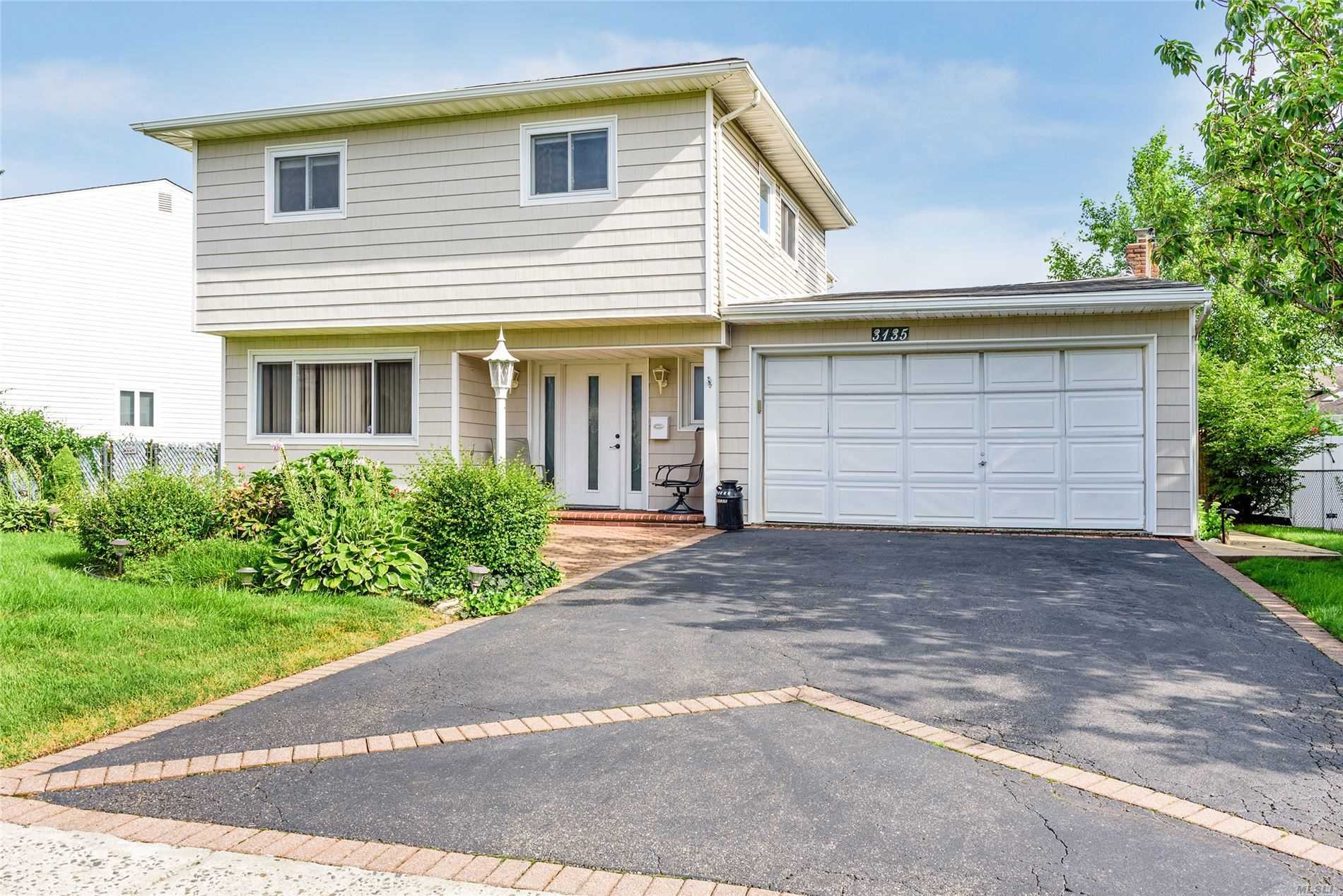 3135 Shore Rd - Bellmore, New York