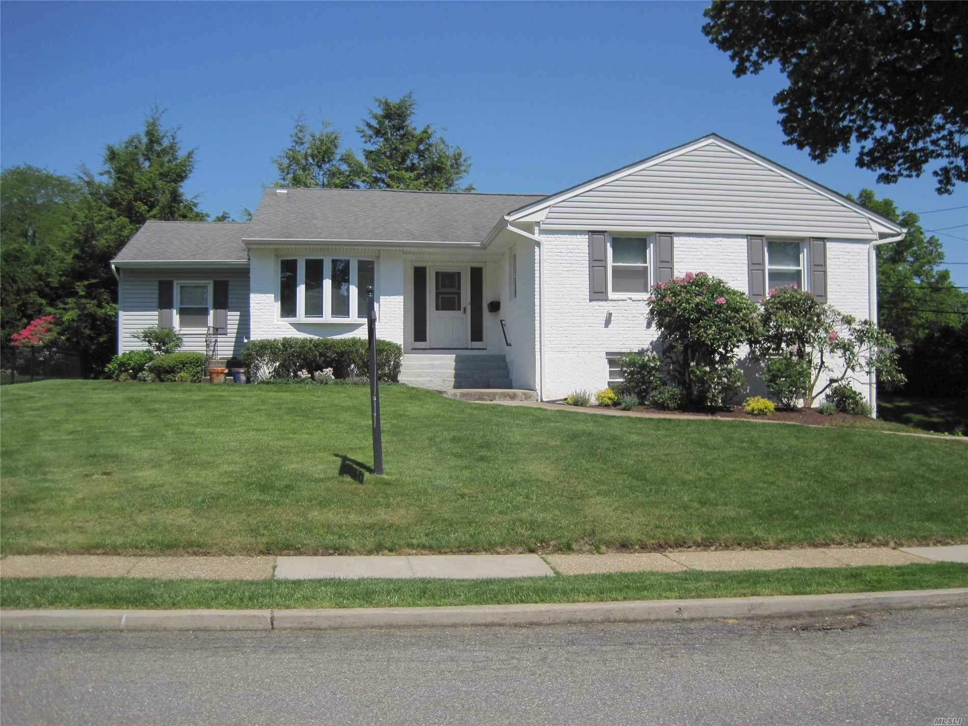 51 Roosevelt Dr - East Norwich, New York