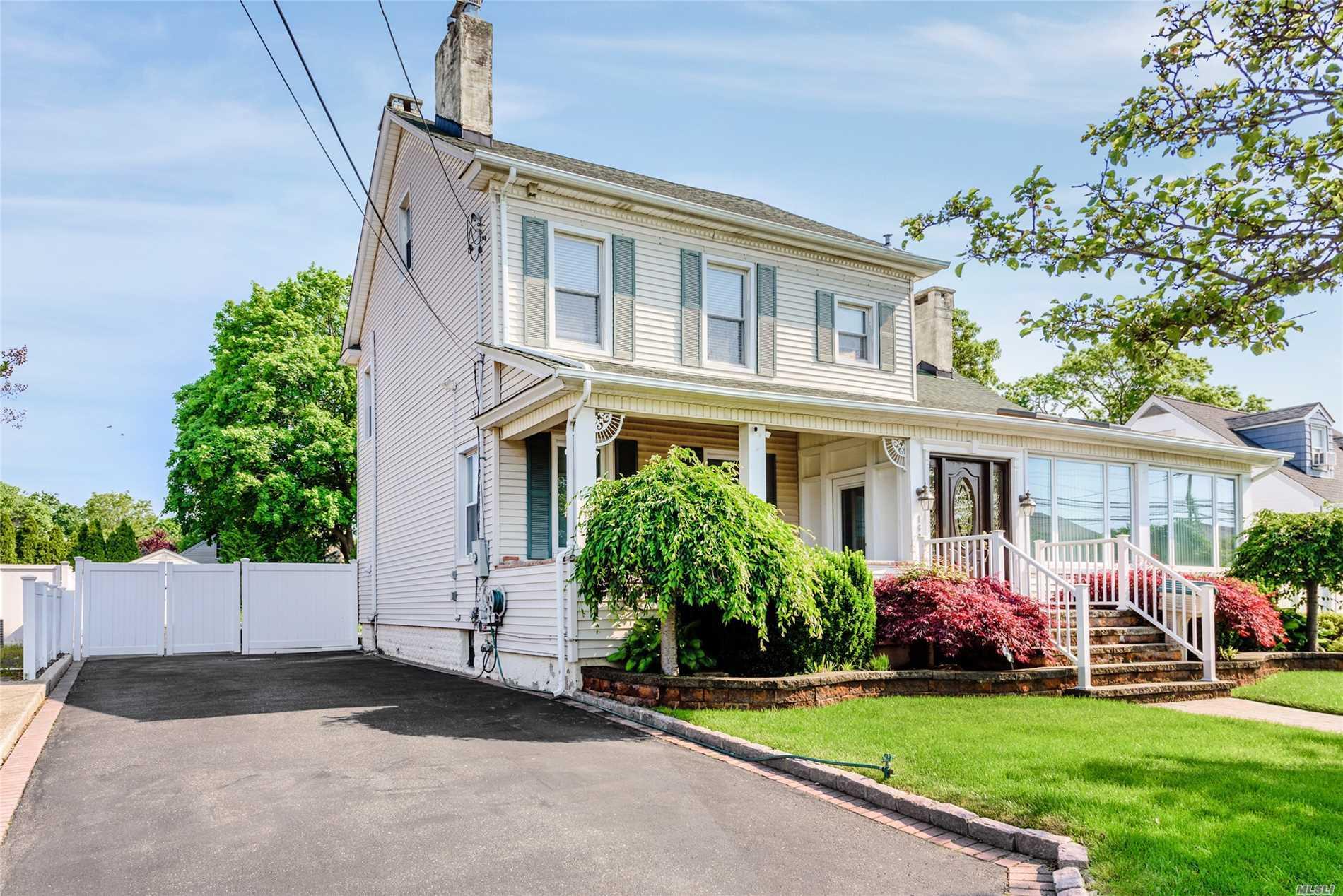 160 Bedford Ave - Merrick, New York
