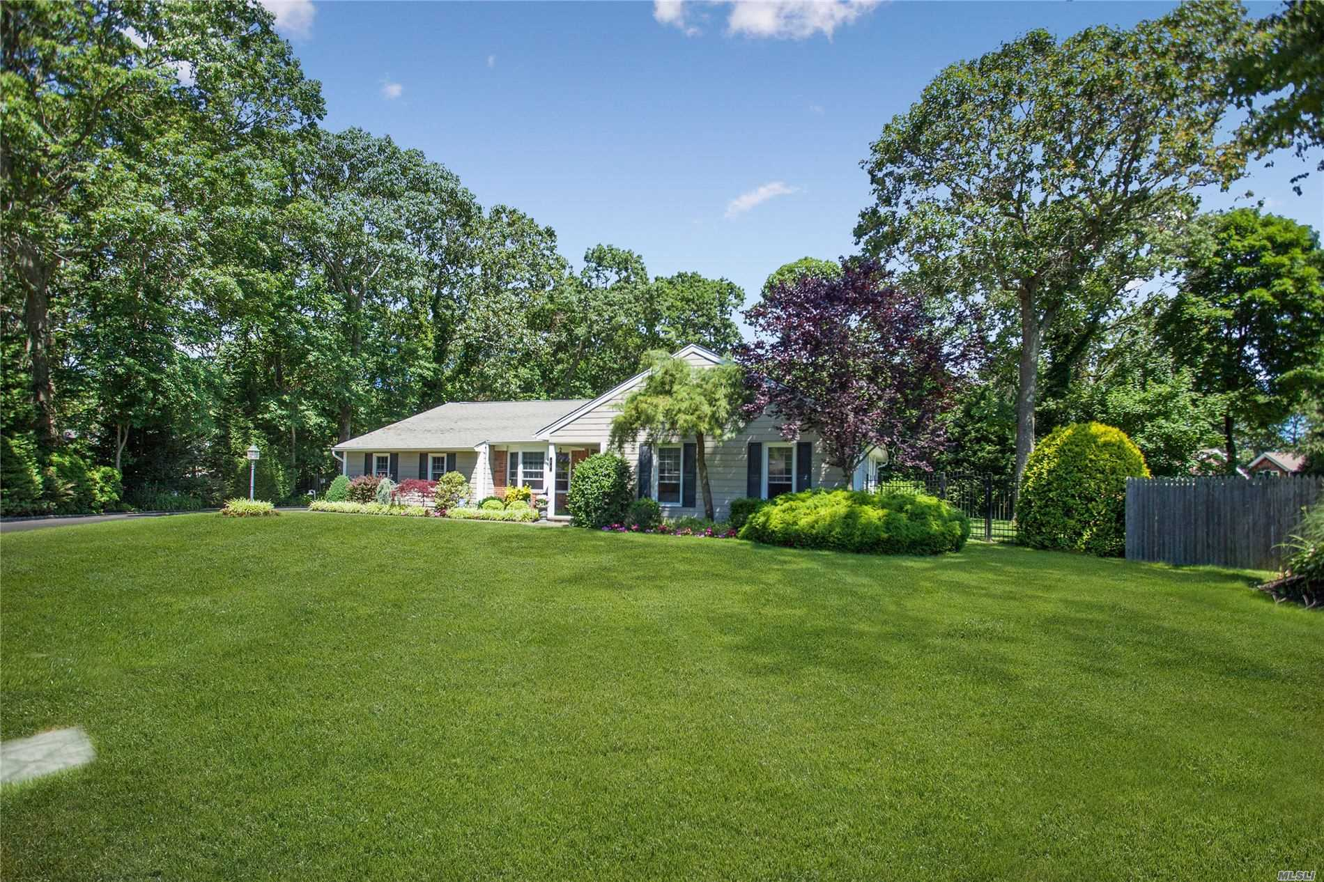 22 Oconnell Ct - Great River, New York