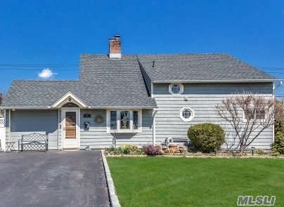44 Willowood Dr - Wantagh, New York