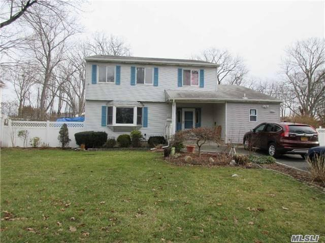 19 Dow St - Central Islip, New York
