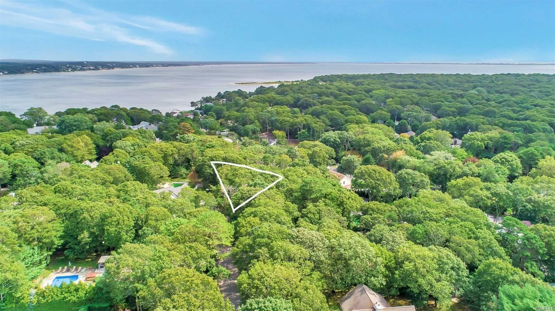 12 Tramposh Ln - Hampton Bays, New York