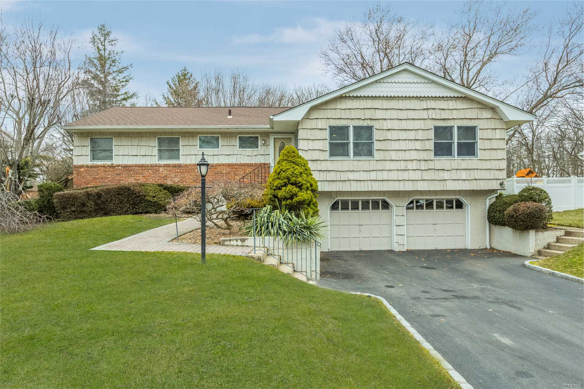 45 Sunflower Dr - Hauppauge, New York