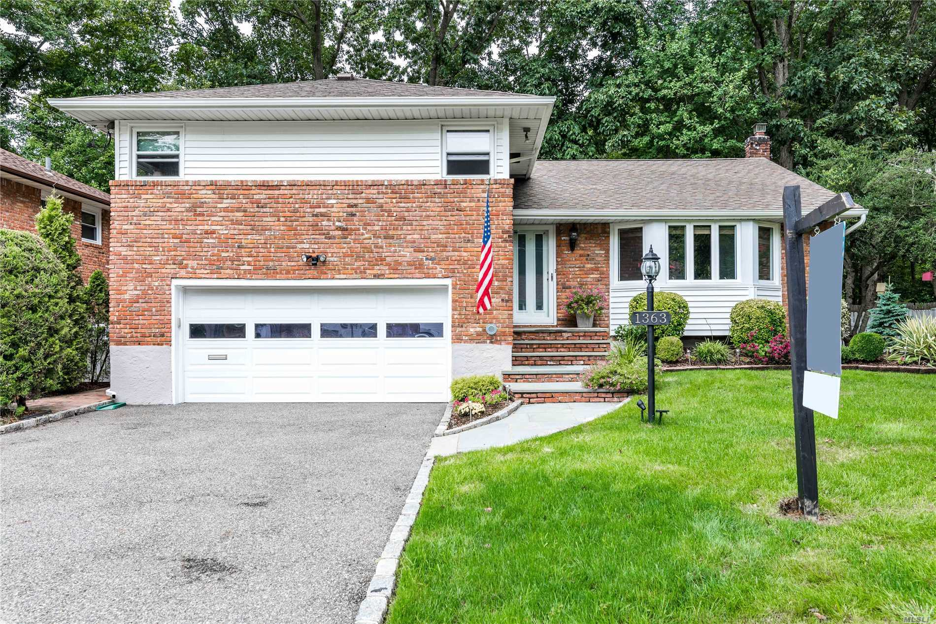 1363 Richmond Ct - East Meadow, New York
