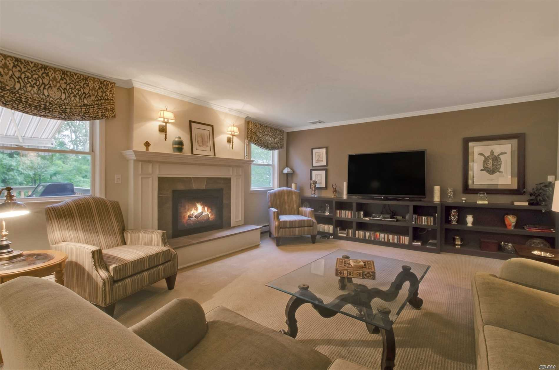 706 Brewster Dr - Port Jefferson, New York