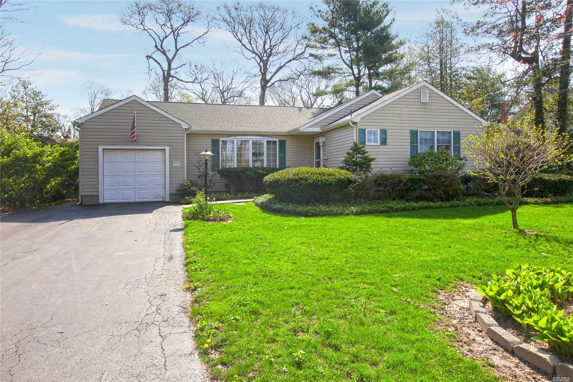 35 Wyant Ave - Lake Ronkonkoma, New York