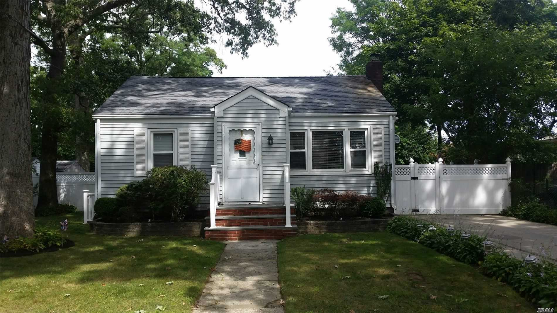 9 Oakleigh St - Patchogue, New York