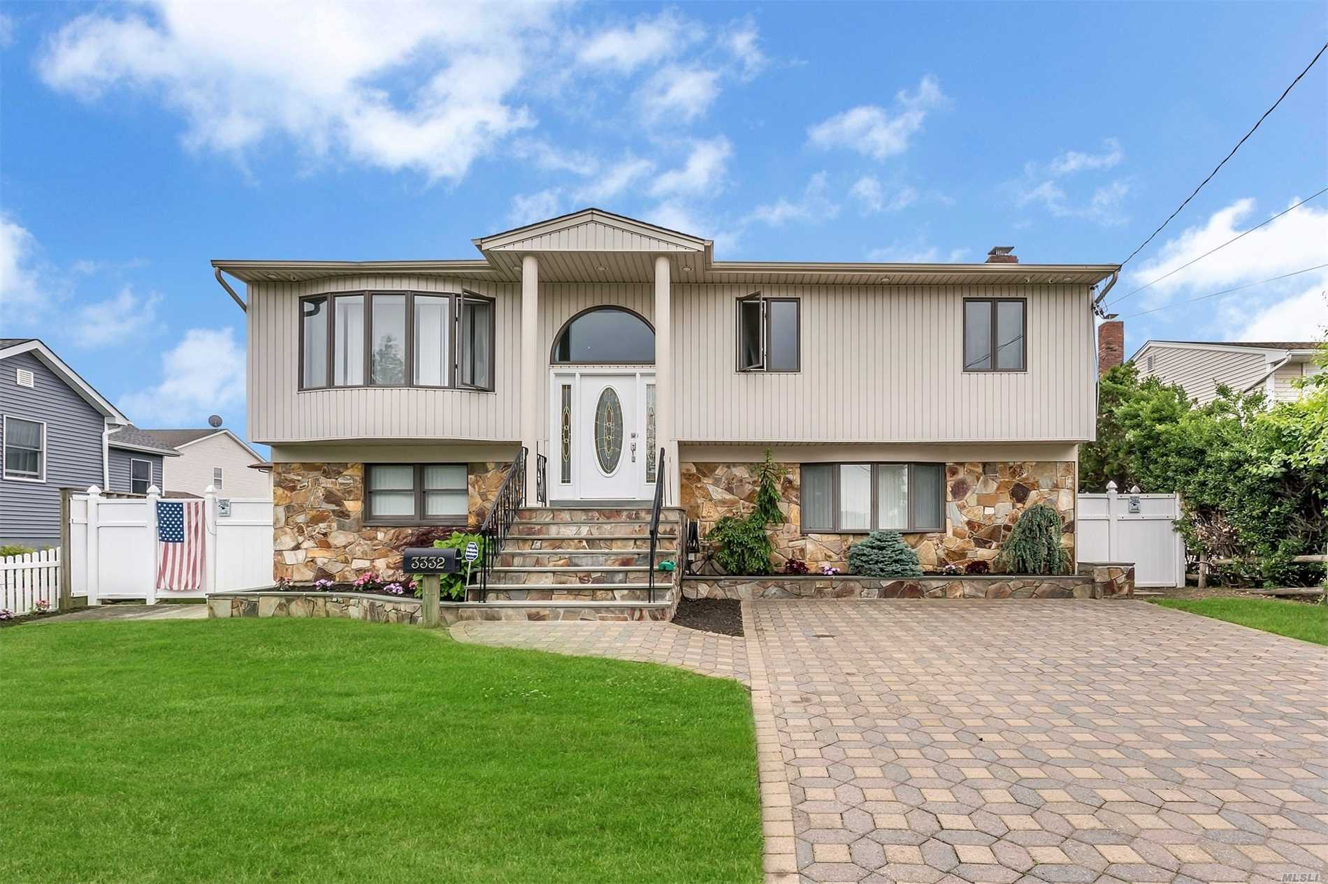 3332 Bay Front Dr - Baldwin, New York