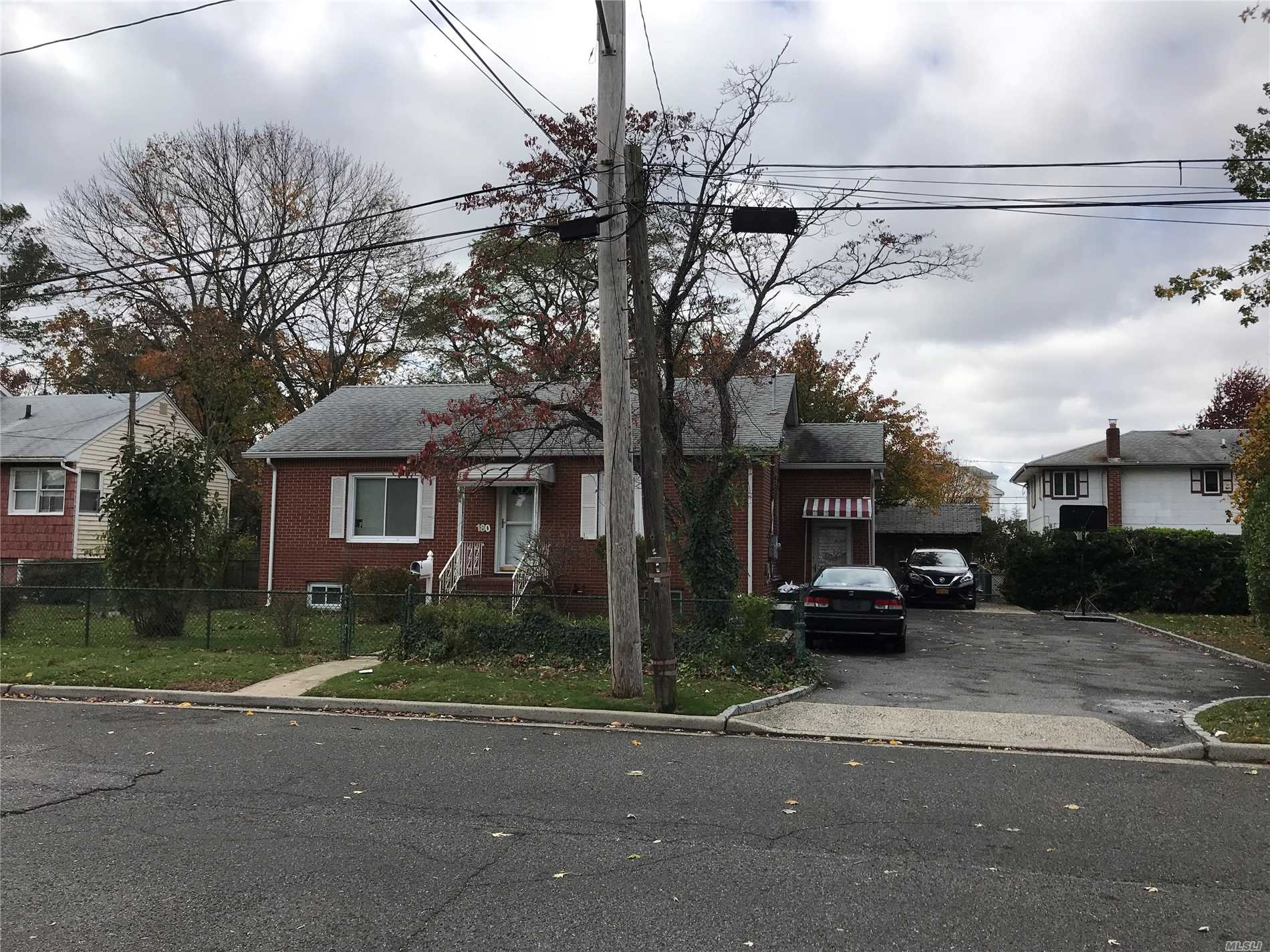 180 Newport Rd - Uniondale, New York