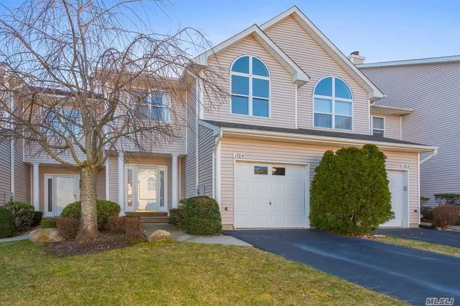 1704 Willow Pond Dr - Riverhead, New York