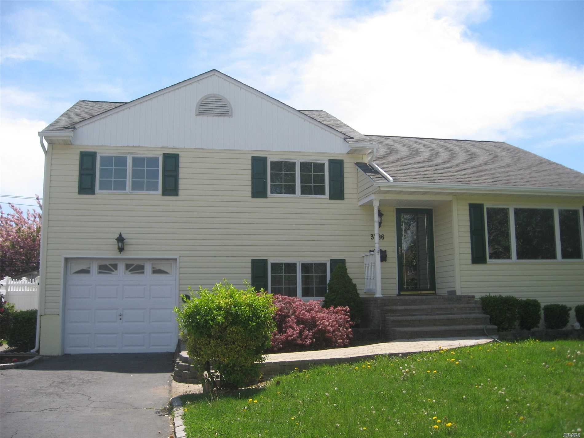 3786 Regent Ln - Wantagh, New York