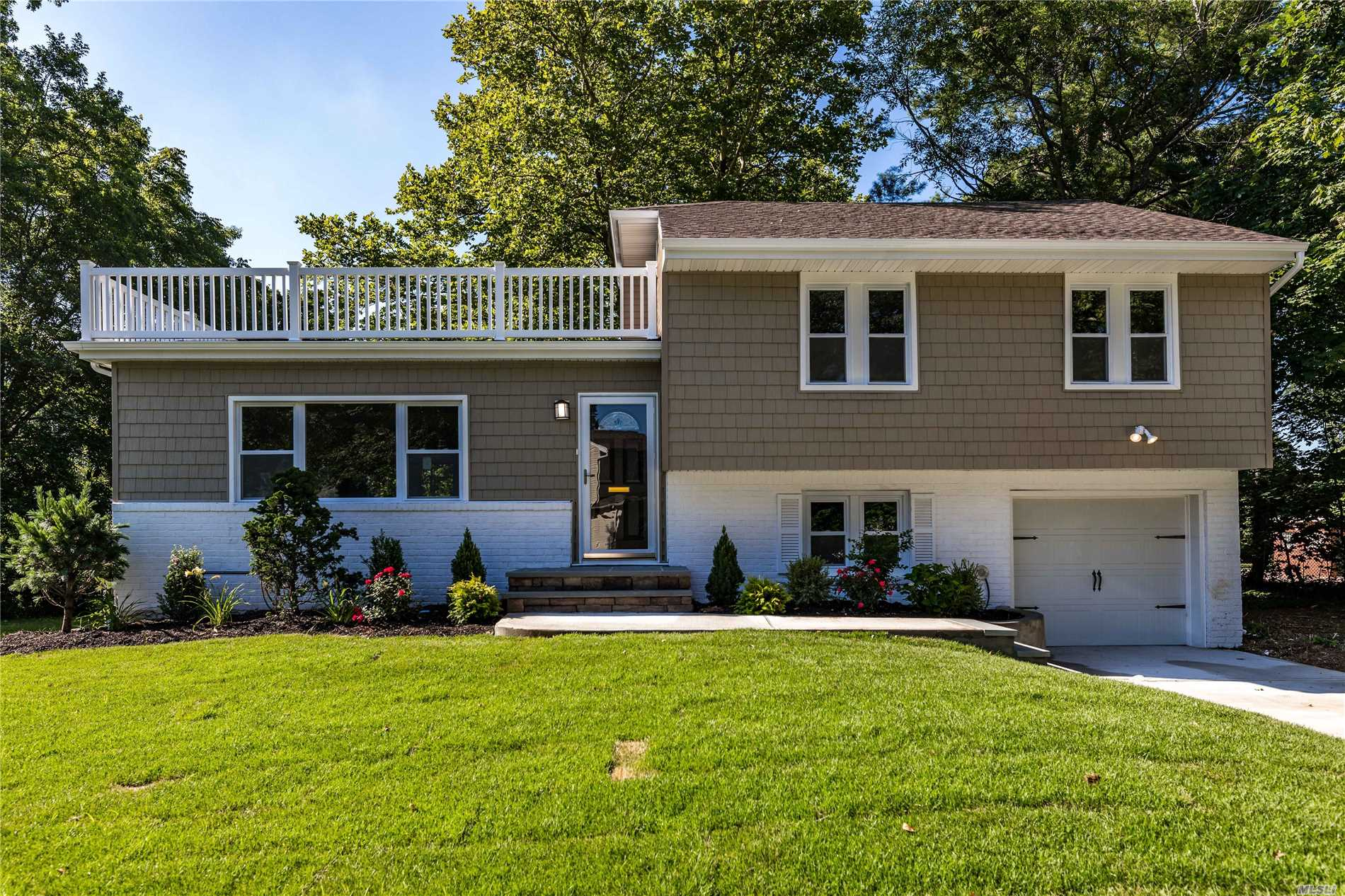 17 Frances Dr - Westbury, New York
