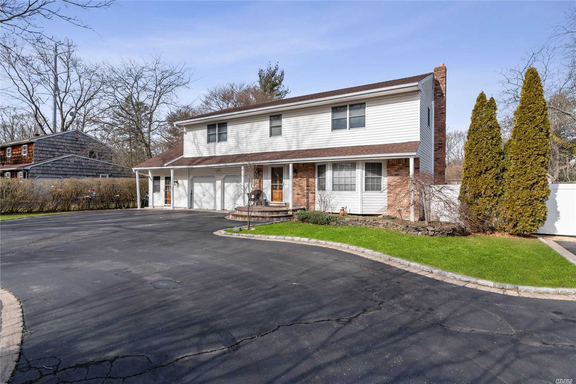 157 Parkway Dr - Commack, New York