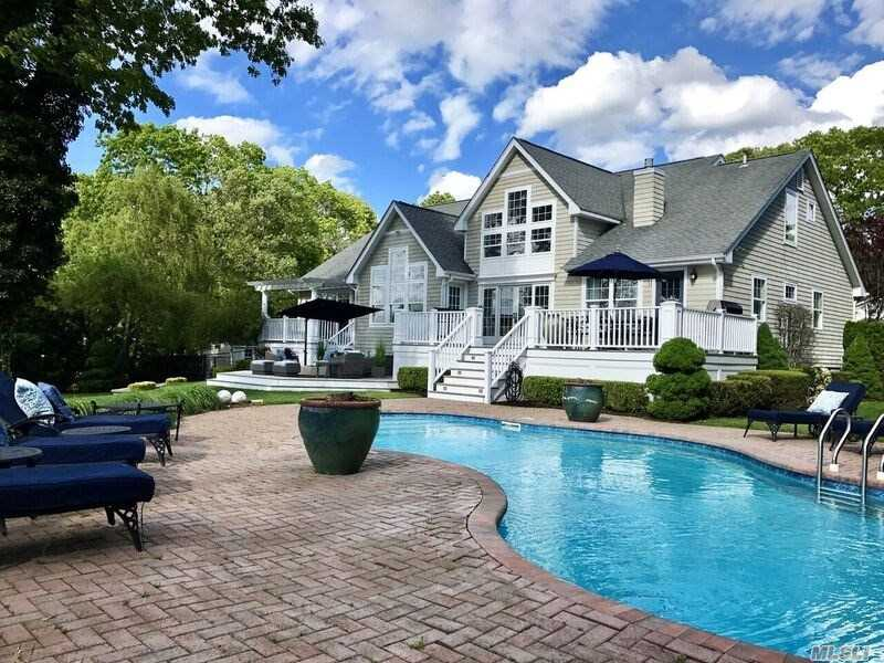 9 Belle Harbour Ct - Center Moriches, New York