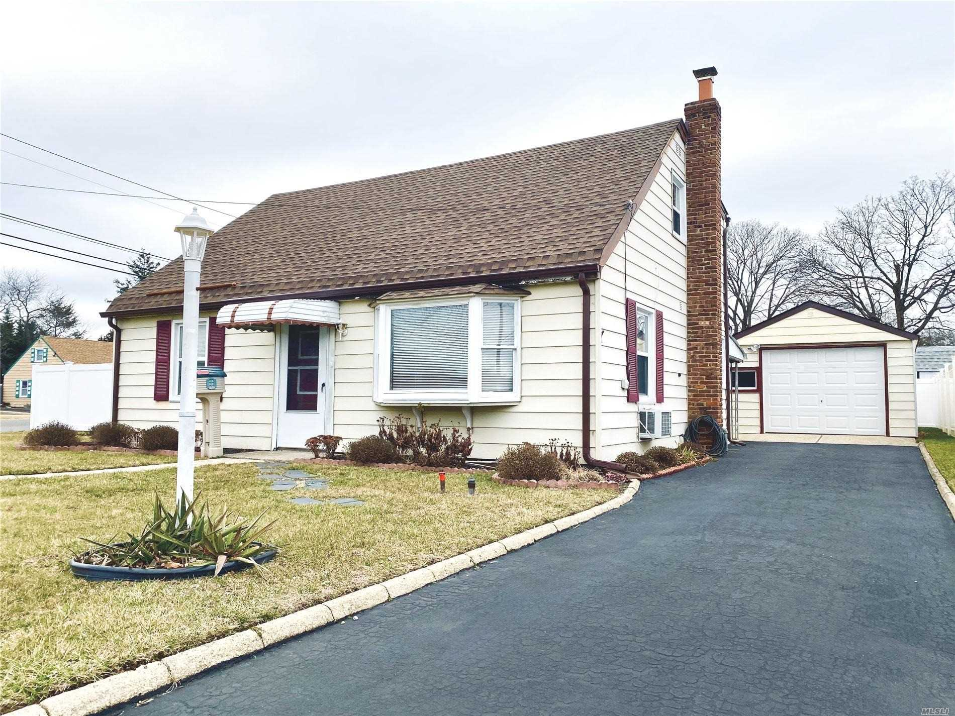 5 Birch Ct - Farmingdale, New York