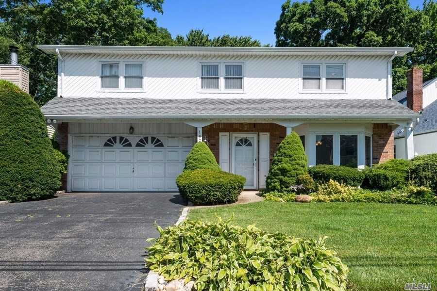 1671 Noble St - East Meadow, New York