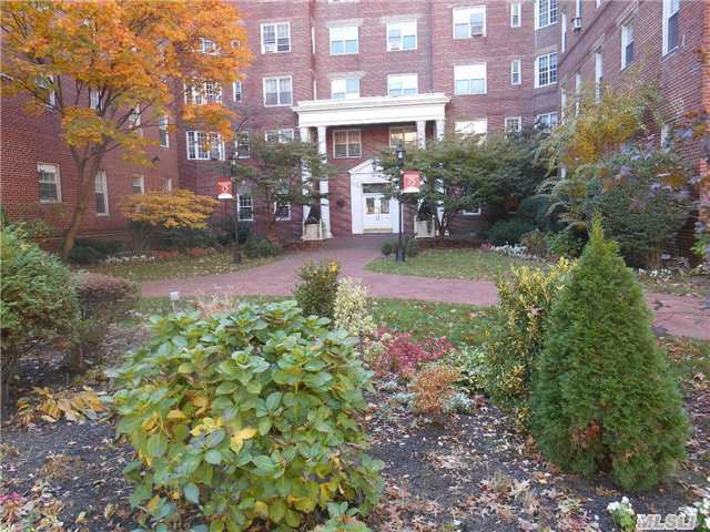 Sold: 76-36 113 St, Forest Hills, NY 11375 #3R
