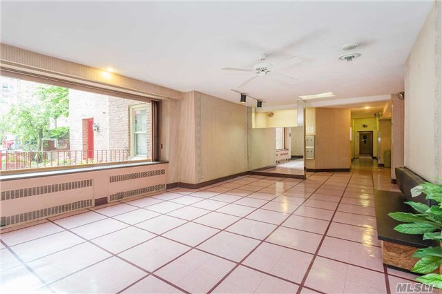 Stylish Co-Op in Forest Hills