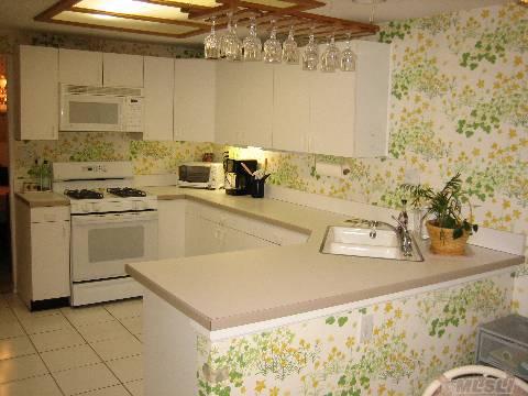 151 Glen Dr Eat-In-Kitchen