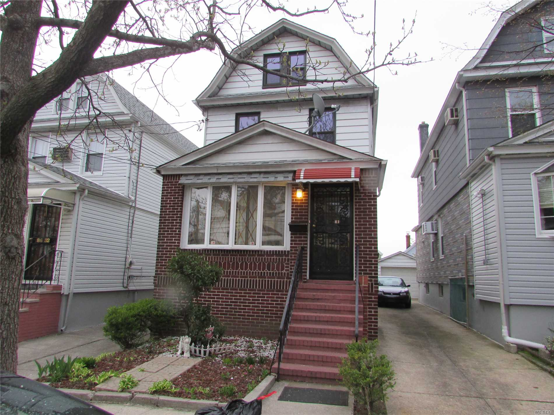 Full Dwelling For Rent, Big Living Room, Formal Dining Room, Eat In ...