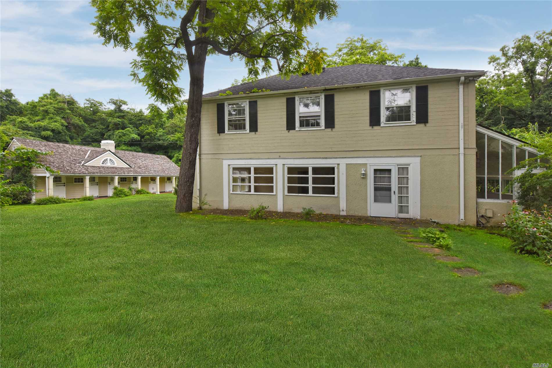 Photo of home for sale at 171 Middle Neck Rd, Sands Point NY