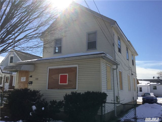 Photo of home for sale at 1389 N St, Elmont NY