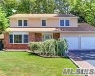 Photo of home for sale at 4 Harding St, Smithtown NY