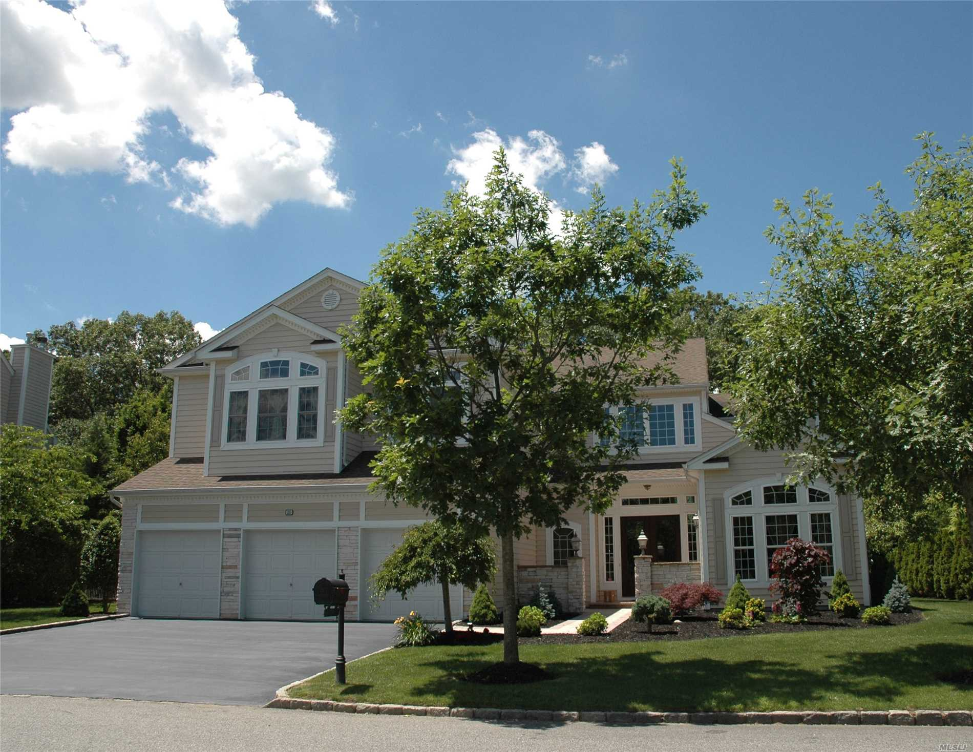 Property for sale at 20 Monterrey Dr, St. James,  NY 11780