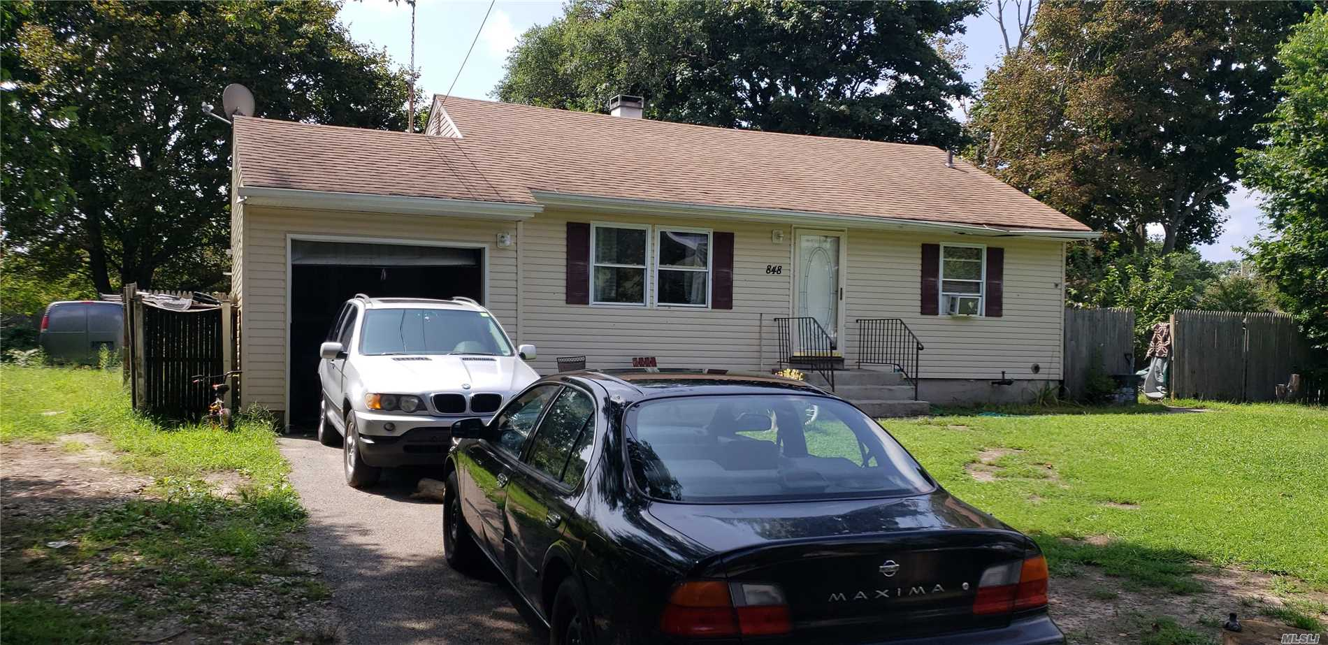 Photo of home for sale at 848 Bayview Ave, Bellport NY