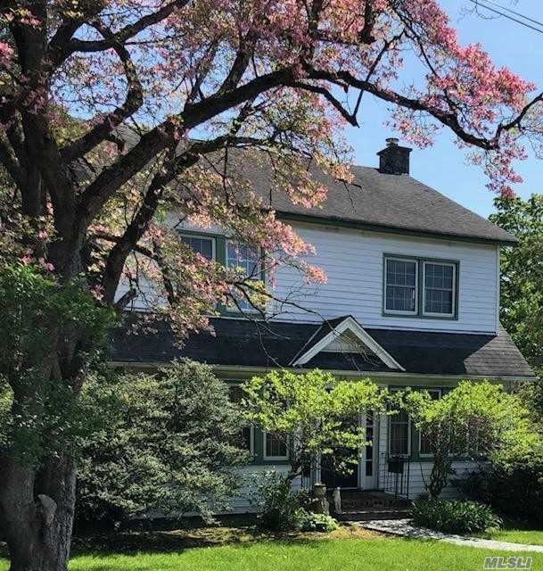 Photo of home for sale at 22 3rd Ave, Port Washington NY