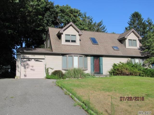 Photo of home for sale at 135 Shenandoah Blvd, Nesconset NY