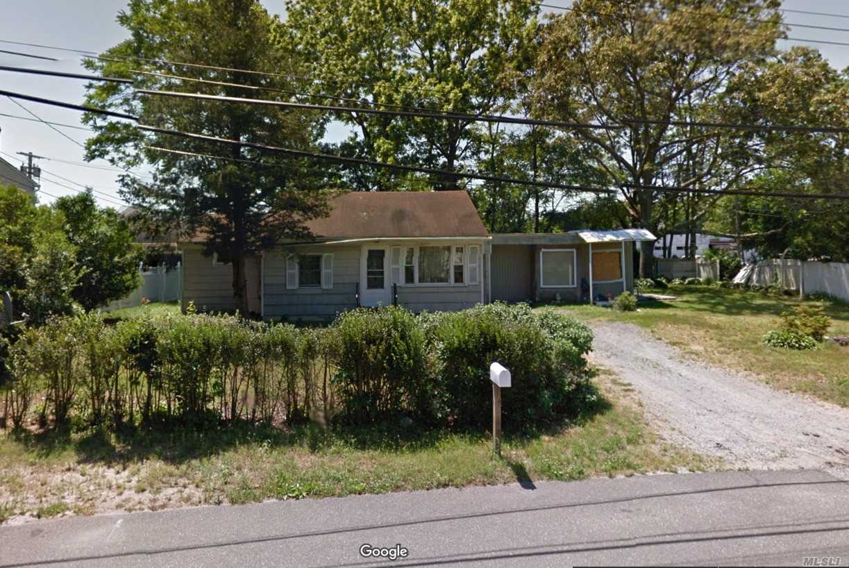 Photo of home for sale at 12 Everett St, Centereach NY