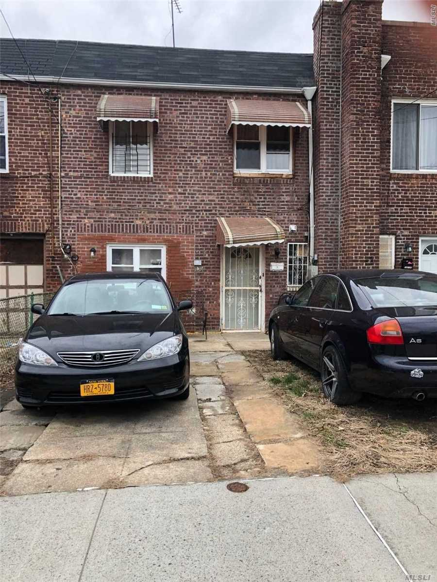 Photo of home for sale at 102-08 189th St, Jamaica NY