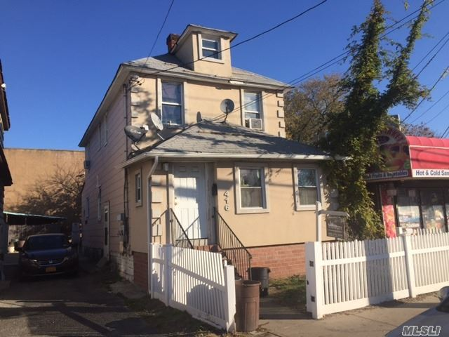 Photo of home for sale at 416 Bayview Ave, Inwood NY