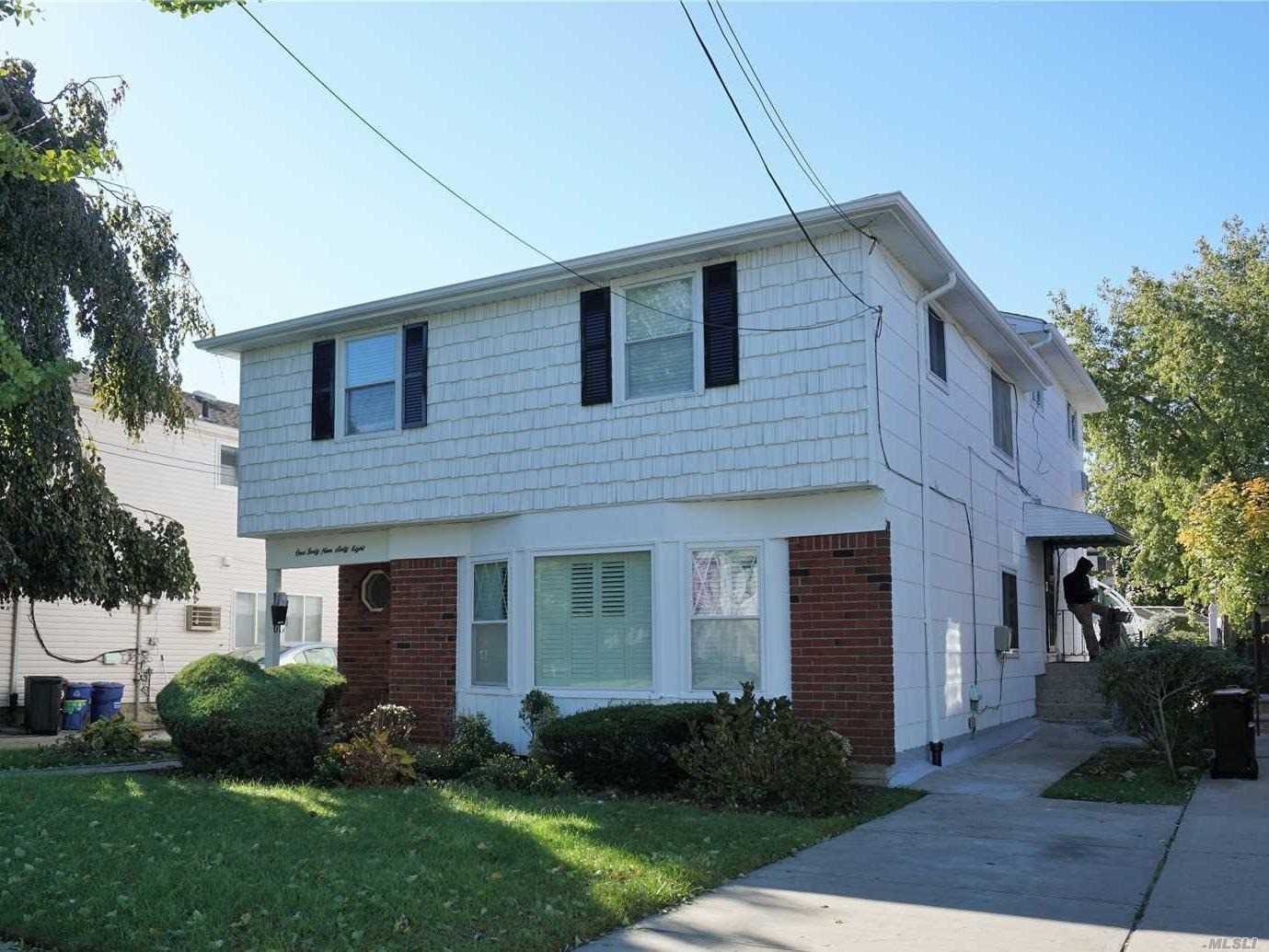 Photo of home for sale at 149-68 253rd St, Rosedale NY