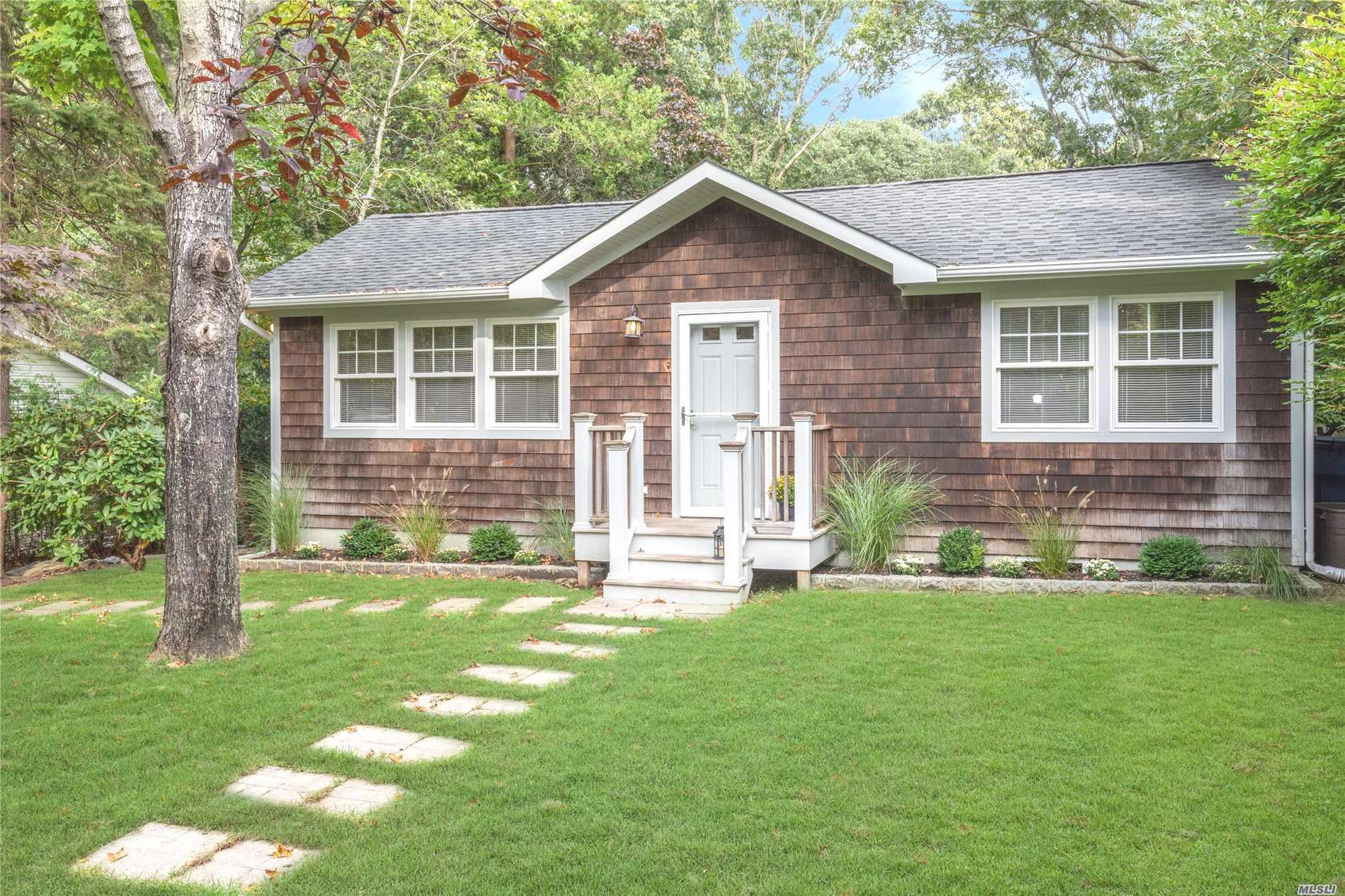 Photo of home for sale at 17 Old Squiretown Rd, Hampton Bays NY
