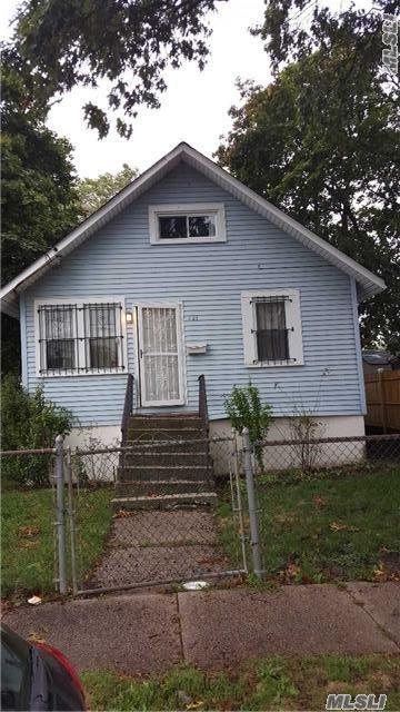 Photo of home for sale at 231 Jay St, Freeport NY