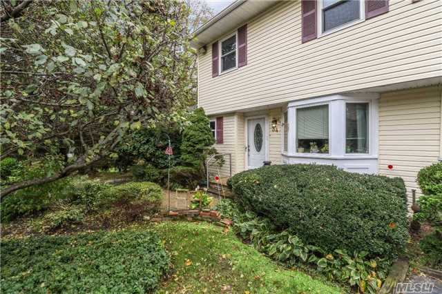 Property for sale at 34 W Aspen Dr, Woodbury,  NY 11797