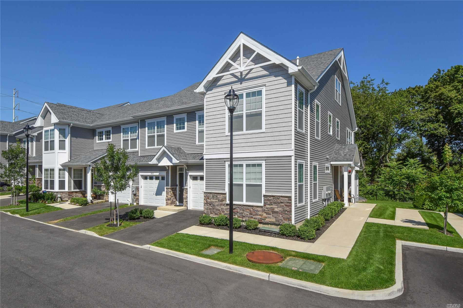 Photo of home for sale at 1802 Townhome Way, Huntington NY