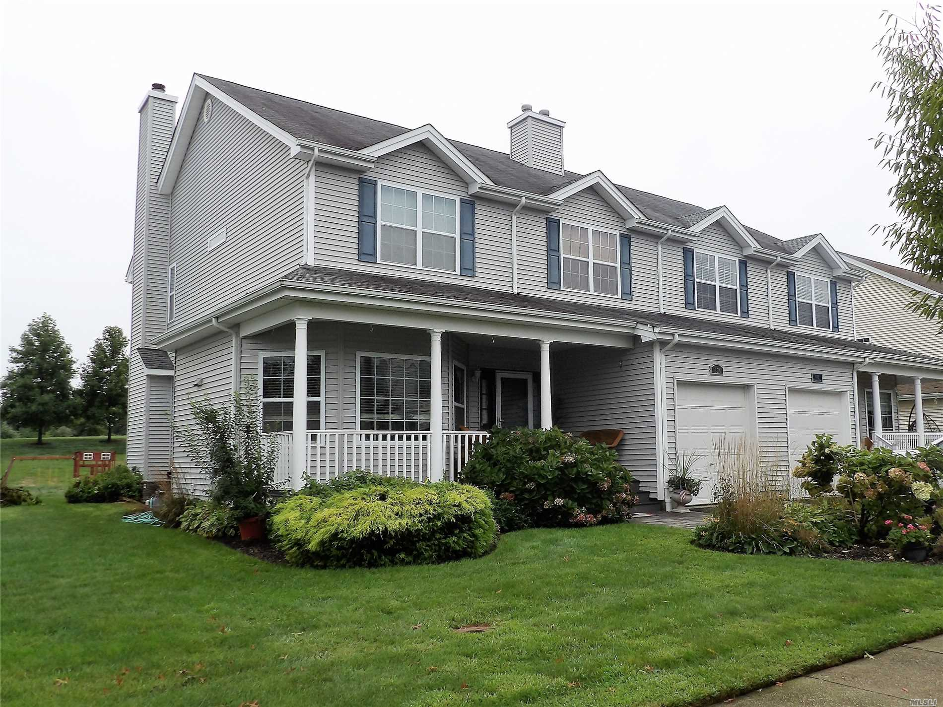 Photo of home for sale at 134 Rivendell Ct, Melville NY