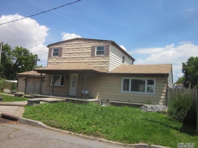 Photo of home for sale at 3705 Oleta Pl E, Seaford NY