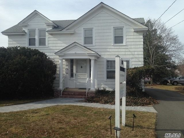 Photo of home for sale at 128 Ocean Ave N, Patchogue NY